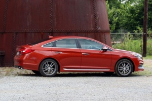 2015-hyundai-sonata-left-side-1500x1000-640x426-c